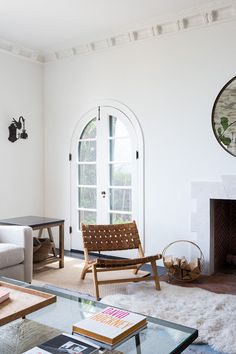 This 1927 Spanish-Style Home Is 3000 Square Feet of Pure Envy - Murray Window & Door Inc - This 1927 Spanish-Style Home Is 3000 Square Feet of Pure Envy Inside a 1927 Spanish-Style Home in West Hollywood, Los Angeles - Spanish Style Decor, Spanish Style Homes, Spanish House, Spanish Revival, Spanish Colonial, Spanish Art, Chic Living Room, Living Room Decor, Living Rooms