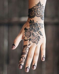 Simple and easy henna flower designs henna flower designs, full hand mehndi Henna Hand Designs, Henna Flower Designs, Mehndi Designs For Girls, Flower Henna, Beautiful Henna Designs, Best Mehndi Designs, Simple Mehndi Designs, Henna Tattoo Designs, Lotus Flower