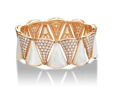 BVLGARI DIVA bracelet in 18 kt pink gold with mother of pearl and pavé diamonds.