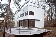 Landhaus Am Rupenhorn, Berlin, Germany (1931) Architects: Hans Luckhardt, Vasily Luckhardt, Alfons Anker