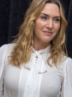 Girl Celebrities, Beautiful Celebrities, Beautiful Actresses, Kate Winslet Oscar, Kate Winslate, Actrices Hollywood, British Actresses, Beautiful Curves, Celebrity Hairstyles