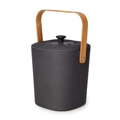 A compost bucket with a waft of design and eco-intelligence. Kitchen Utensils, Kitchen Tools, Kitchen Gadgets, Kitchen Dining, Kitchen Ideas, Bamboo Countertop, Countertops, Compost Bucket
