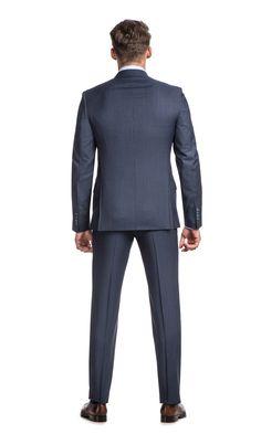 Dopasowany (slim fit) niebieski garnitur FON+ S z marynarką zapinaną na dwa guziki to idealna propozycja dla mężczyzn, którzy ubierają…