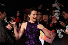O look de Daisy Ridley na première chinesa de Star Wars