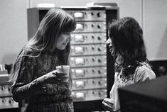 Joni Mitchell and Carole King hanging out during the recording of Tapestry, 1971