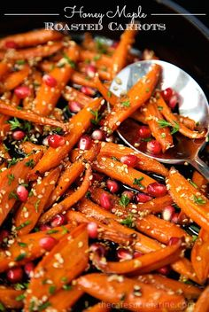Honey Maple Roasted Carrots - these are like candy, everyone always wants second helpings! This recipe definitely transforms everyday carrots into something spectacular! Candied Carrots, Honey Roasted Carrots, Fresh Chives, Fresh Thyme, Cranberry Walnut Salad, Thanksgiving Potluck, Ground Coriander, Pure Maple Syrup, Vegetable Side Dishes