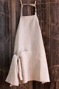 These stunning linen aprons are handmade carefully using highly quality organic materials, making it extremely durable and comfortable to wear.