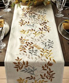 The Idiot's Guide to a Bomb Thanksgiving Table (Hint: Runners!) - - The Idiot's Guide to a Bomb Thanksgiving Table (Hint: Runners! Cushion Embroidery, Ribbon Embroidery, Embroidery Art, Machine Embroidery, Hand Embroidery Videos, Hand Embroidery Designs, Embroidery Patterns, Thanksgiving Table Runner, Fall Table