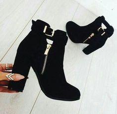 Trendy ankle boots in black – Just Trendy Girls - 2019 Ankle Boots, Heeled Boots, Bootie Boots, Shoe Boots, Shoes Heels, Pretty Shoes, Beautiful Shoes, Cute Shoes, Me Too Shoes