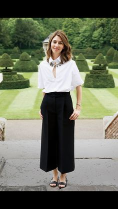 Photos: Valentino's Lunch Party in Honor of Sofia Coppola's Cannes Win Looks Style, Mom Style, Sofia Coppola Style, Pantalon Large, Going Out Dresses, Stylish Girl, Classy Outfits, Timeless Fashion, Spring Summer Fashion