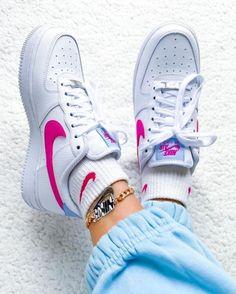 via jdsportsfi Nike Air Force 1 / Show yo dope >. New Sneakers, Sneakers Fashion, Fashion Shoes, Sneakers Nike, Nike Air Shoes, Women's Shoes, Street Style Shoes, Girl Fashion Style, Nike Fashion