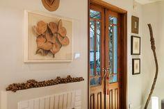 Decoração de casa, decoração de casa natural, decoração natural, madeira, piso de madeira, porta de madeira, sementes, peça decorativa, planta..