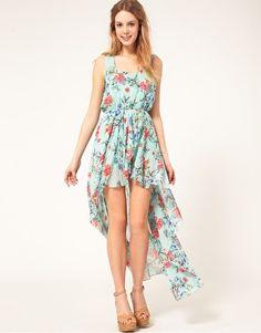 Imagen 1 de Vestido con estampado floral oriental y bajo asimétrico de chifón de Love
