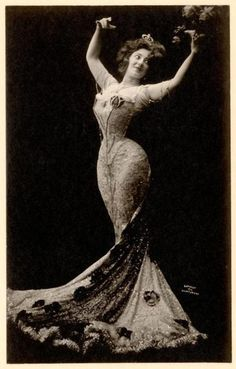 Anna Held, c. 1902. ~The Hourglass. Florenz Ziegfeld's common law wife. dumped for Billie Burke. Served during WWI as an entertainer and given military honors.