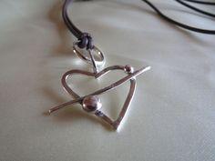 Unikke håndlavet sølv vedhæng via Fru Hera. Click on the image to see more!