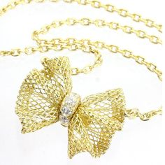 Van Cleef & Arpels Necklaces - Up to off at Tradesy Pandora Jewelry, Gold Jewelry, Jewelry Necklaces, Diamond Pendant Necklace, Gold Necklace, Van Cleef Necklace, Gold Ribbons, Van Cleef Arpels, Jewels