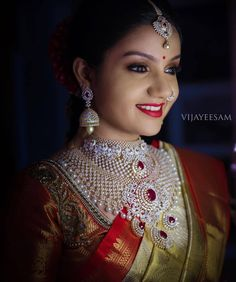 Top 13 Traditional South Indian Wedding Jewellery Trend of This Year. How To Choose Indian Bridal Jewellery Long Pearl Necklaces, Sterling Necklaces, Gold Necklace, Emerald Necklace, Necklace Set, Pendant Necklace, Wedding Jewelry For Bride, Bridal Jewelry, Ivory Wedding
