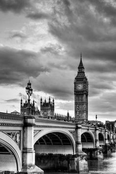 Westminster Bridge London, and Big Ben, England. Places Around The World, Oh The Places You'll Go, Travel Around The World, Places To Travel, Places To Visit, Westminster Bridge, Voyage Europe, Dream Vacations, Bora Bora