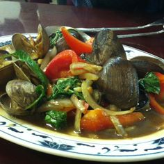 Spicy clams with basil sauce