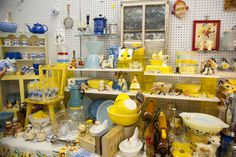 Yellow vintage kitchen love