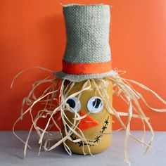 How sweet is this adorable scarecrow mason jar craft?! This article has so many great Mason Jar crafts for Fall all in the one place. Painted mason jars, centrepieces, and more. Beautiful DIY inspiration on the cheap.