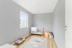 Dus grå er en fin farge til soverom både for store og små Toddler Bed, Furniture, Home Decor, Child Bed, Decoration Home, Room Decor, Home Furnishings, Home Interior Design, Home Decoration