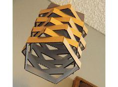O papelão geralmente protege os móveis para entrega, mas se ele fizesse parte da decoração da casa?