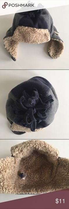 🎉host pick 🎉 Gap trapper winter hat 🎉1/12 everything kids party host pick🎉 The sweetest little hat for winter! The size says medium/large which according to the gap website is 21 inch circumference. GAP Accessories Hats
