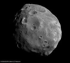 reportages: I misteri di Phobos, una delle due lune di Marte
