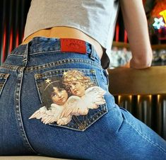 In store only Angels pocket jeans at the in store only Paninaro Bar. Two unbelievably good reasons to come to the Soho super store today. Painted Jeans, Painted Clothes, Diy Clothing, Custom Clothes, Style Tumblr, Denim Art, Vetement Fashion, Inspiration Mode, Inspiration Fitness