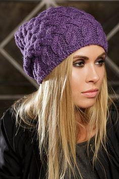 Фиолетовая вязаная шапка