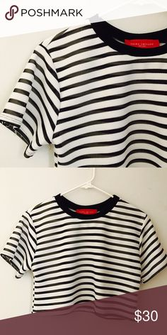 Cute Akita crop top Super cute stripped Akira crop top. Looks great with high waisted jeans AKIRA Tops Crop Tops
