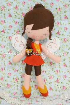 fadinha                                                       … Doll Crafts, Baby Crafts, Wool Dolls, Felt Fairy, Disney Plush, Fabric Toys, Bear Doll, Sewing Dolls, Pretty Dolls