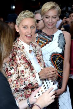 Pin for Later: Ellen DeGeneres Only Has Eyes For Portia de Rossi on the Red Carpet Ellen Degeneres And Portia, Ellen And Portia, Executive Fashion, Executive Style, Portia De Rossi, Human Kindness, The Ellen Show, Pitch Perfect, Looking Gorgeous