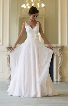 CLORIS - Sheath Cheap Chapel train Chiffon Halter Wedding dress
