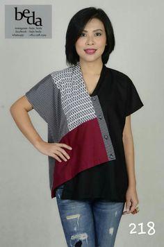 Kombinasi batik Blouse Batik, Batik Dress, Patchwork Dress, Batik Fashion, Diy Fashion, Fashion Outfits, Batik Kebaya, Casual Mode, Sewing Blouses