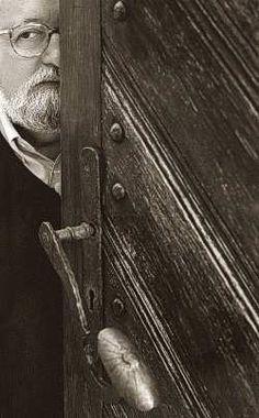 Krzysztof Penderecki hiding behind a door.