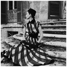 One of the top models in the 1950s and 1960s, Dorian Leigh worked for the Ford Modeling Agency. Here she models a sweeping wide-plaid gown by Giovannelli-Sciarra, 1952. Photo Genevieve Naylor.