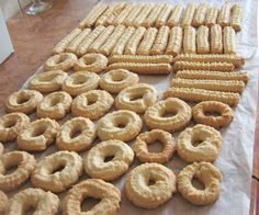 some of my childhood cookies: crunchy, just a few ingredients Romanian Desserts, Romanian Food, History Of Cookies, Sweets Recipes, My Recipes, Torte Cake, Wafer Cookies, Pastry Cake, No Bake Treats