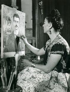 Frieda Kahlo painting her father (Gisele Freund, 1951)