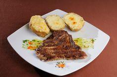 FEL PRINCIPAL - Ceafa de porc* Cartofi copti la cuptor* Salata de varza alba Carne, Diy And Crafts, Steak, Events, Cooking, Happy, Wedding, Restaurants, Pork