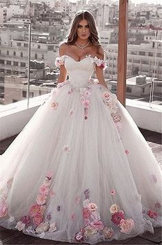 Stunning Uniq Embellished Strapless A-Lane Princess Wedding Dress / Bridal Ball . - Stunning Uniq Embellished Strapless A-Lane Princess Wedding Dress / Bridal Ball Gown. Princess Wedding Dresses, Elegant Wedding Dress, Bridal Dresses, Cinderella Dresses, Lace Wedding, Floral Wedding Dresses, Dream Wedding, Elegant Dresses, Cinderella Princess