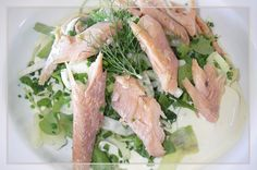 Keswick Island Guest House: Smoked trout flaked over a crunchy fennel, watercress, baby spinach & rocket salad, with a base layer of avocado and potato with creamy horseradish dressing. Garnished with fennel leaves & chives.