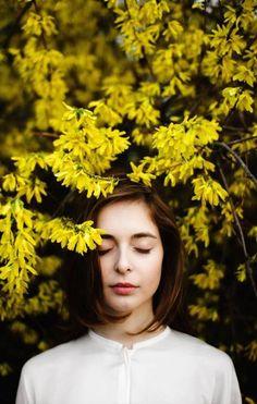 super Ideas for flowers photography portrait boho Photography Poses Women, Girl Photography, Fashion Photography, Photography Flowers, Photography Magazine, Yellow Photography, Forest Photography, Photography Aesthetic, Photography Ideas