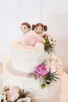 Star Wars Han Solo and Princess Leia Wedding Cake Topper | The Macaroon Shop | Something Nice Floral Design https://www.theknot.com/marketplace/something-nice-floral-designs-pt-pleasant-beach-nj-306513 | Tina Jay Photography https://www.theknot.com/marketplace/tina-jay-photography-harrisburg-pa-389925