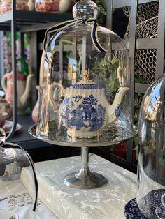 Tea time Blue China, Tea Time, Snow Globes, Table Decorations, Home Decor, Decoration Home, Blue Chinaware, Room Decor, Home Interior Design