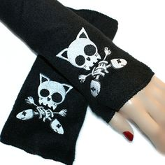 Anime Kitty Skull Crossbones Skull Fleece by MTcoffinzUnderground Crazy Cat Lady, Crazy Cats, Fish Skeleton, Steampunk Cosplay, Skull And Crossbones, Gothic Outfits, Pastel Goth, Emo Fashion, Arm Warmers