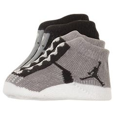 Tiny Jordan fans can represent the great MJ while also keeping their little feet toasty in the Infant Jordan Booties. It's never to early to get your little one started off as a Jordan fan. Dress them in iconic style from head to toe in these cl