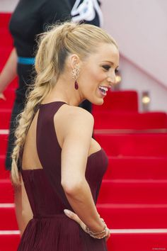 La queue de cheval tress�e hautement glamour de Blake Lively lors du Festival de Cannes 2014 .