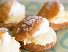 How to Make Japanese Cream Puffs With Custard Cream Shu Creams in a set<br> Shu cream is a Japanese puff pastry filled with delectable sweet cream and dusted with powdered sugar. Try this simple recipe to make at home. Asian Desserts, Köstliche Desserts, Sweets Recipes, Sushi Recipes, Plated Desserts, Baking Recipes, Dinner Recipes, Japanese Bakery, Japanese Pastries